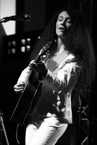 Czarny blues w białym kostiumie (Magda Piskorczyk) I