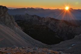 Wschód słońca w Alpach Julijskich (Słowenia)