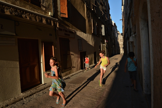Zabawy ze światłem (ulice Bonifacio)