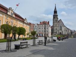 Ratusz i Kościół Wniebowzięcia Najświętszej Maryi Panny i Świętego Mikołaja w Bolesławcu
