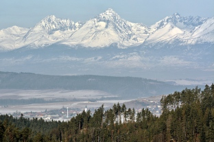 Ze Słowackiego Raju rzut oka na Tatry